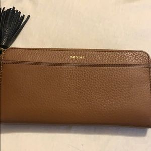 Tara clutch Fossil wallet - brand new. on sale now